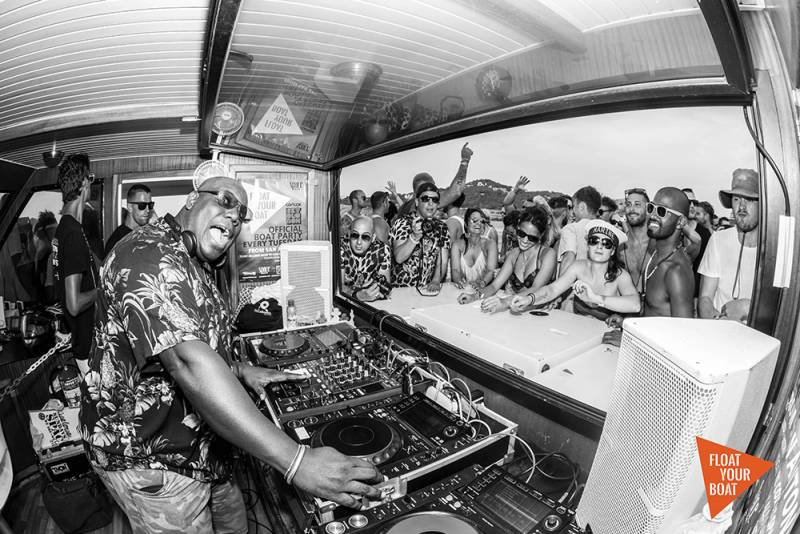 FIESTA CATAMARAN IBIZA: Float Your Boat parties 5