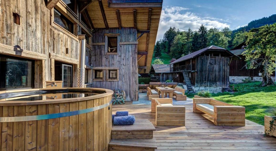 visite saint gervais les bains y disfrute de estascasas nordicas de troncos 3