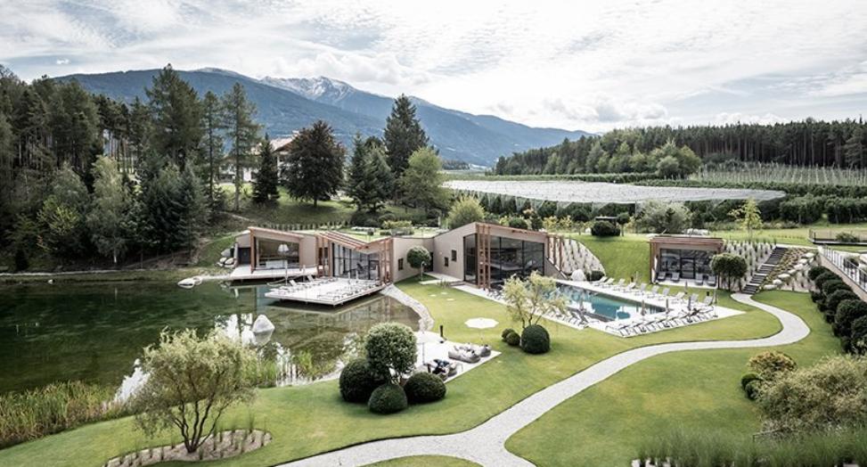 el hotel seehoftiene una atmósfera alpina y mediterránea 5
