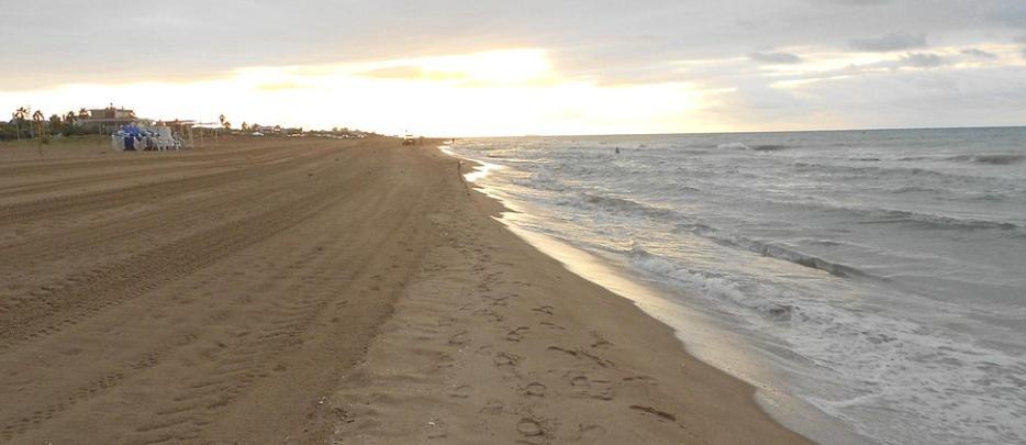 en la playa de castelldefels 2