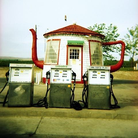LA FOTO DEL DIA Teapot Gas Station in Zillah, Washington State 2