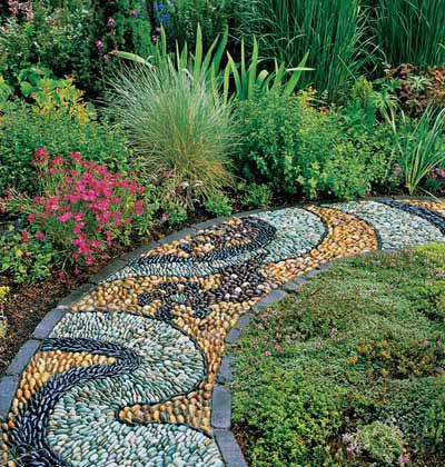 LA FOTO DEL DIA pebble mosaic in a Washington state garden 2