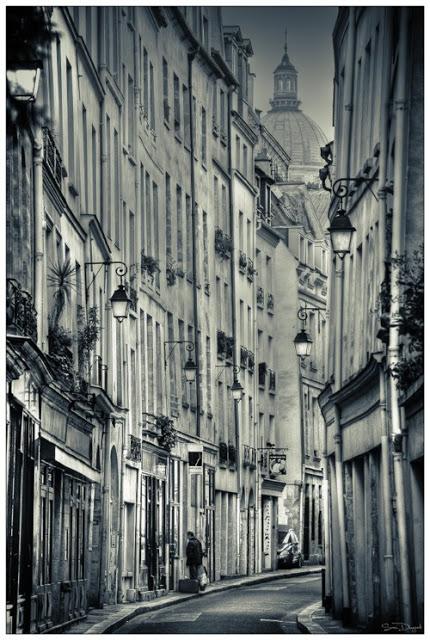 UN LUGAR: Lanterns, Paris, France 2