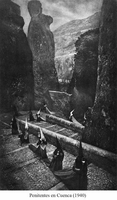 LA IMAGEN DEL DIA: Penitentes en Cuenca by José Ortiz Echagüe 2