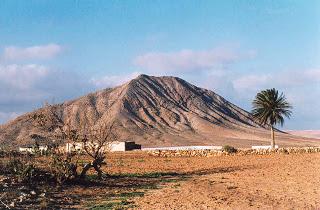 Lo que hay que ver en Fuerteventura: La montaña de Tindaya. 2