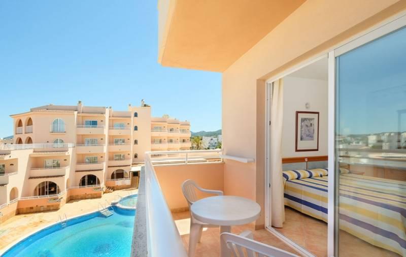 rosamar aparthotel ibiza: en Bahía de San Antonio de Portmany 7