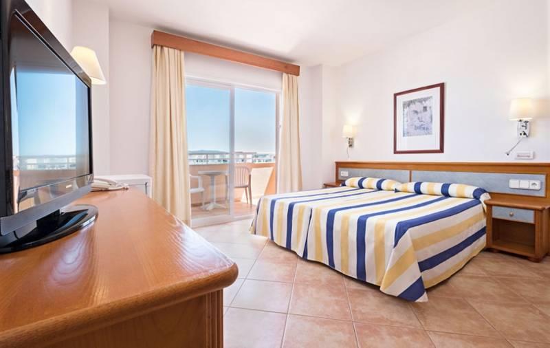 rosamar aparthotel ibiza: en Bahía de San Antonio de Portmany 4